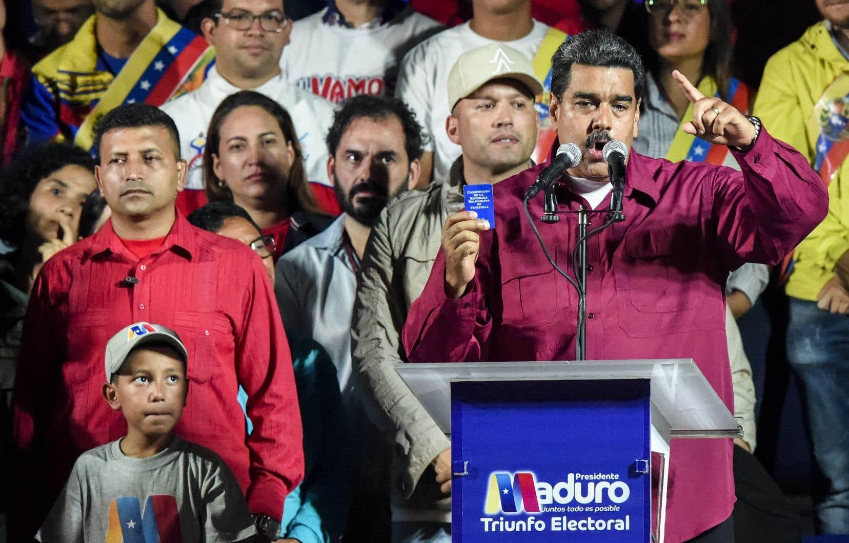 Le président socialiste sortant Nicolas Maduro a remporté 67,7% des voix.