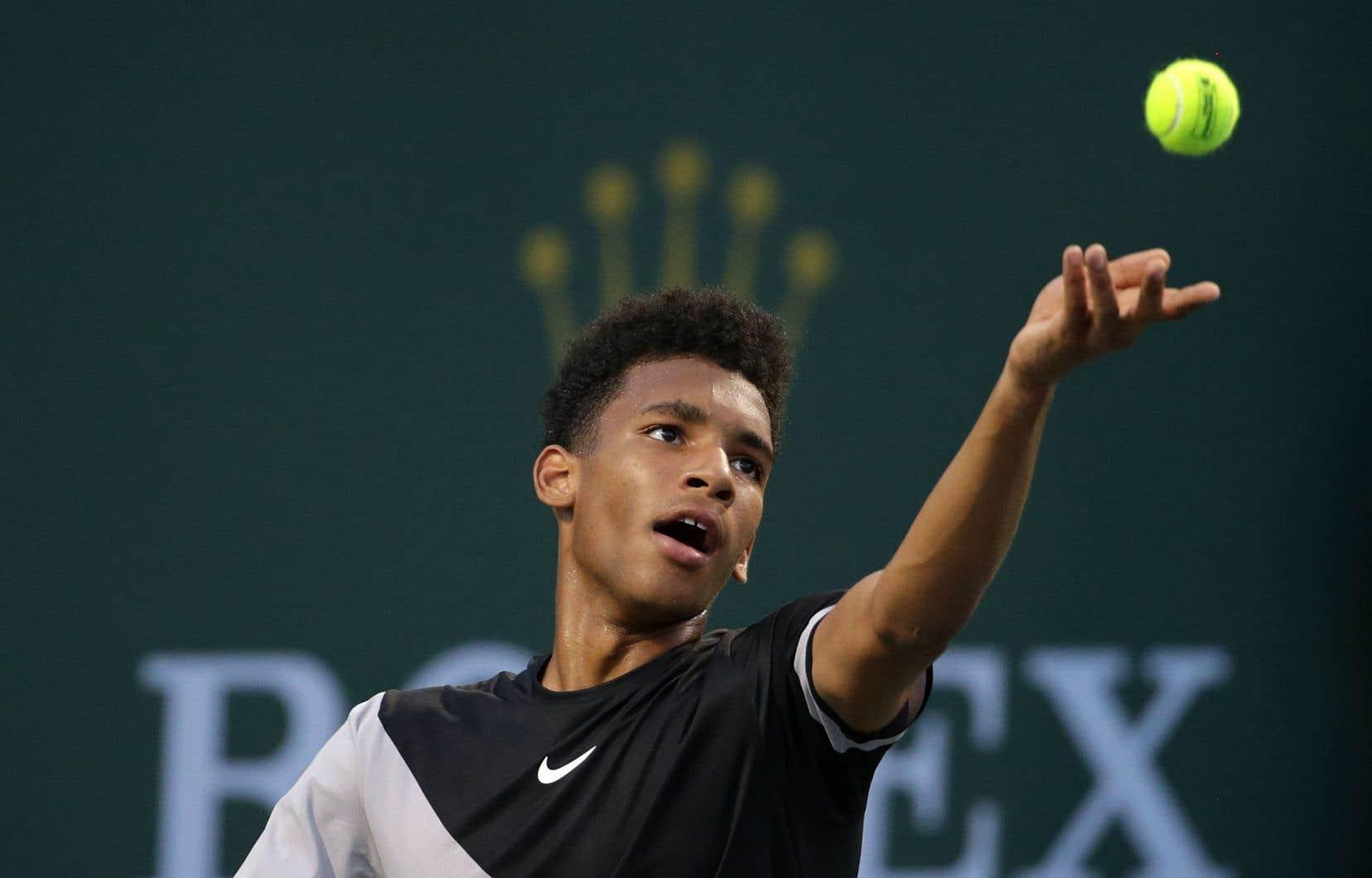 Le Montréalais Félix Auger-Aliassime, 17 ans,a dominé 6-2 pour les as.