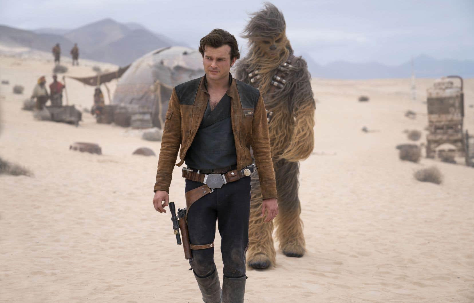 Le mythique personnage de Han Solo dans sa prime jeunesse est campé par l'acteur américain Alden Ehrenreich.