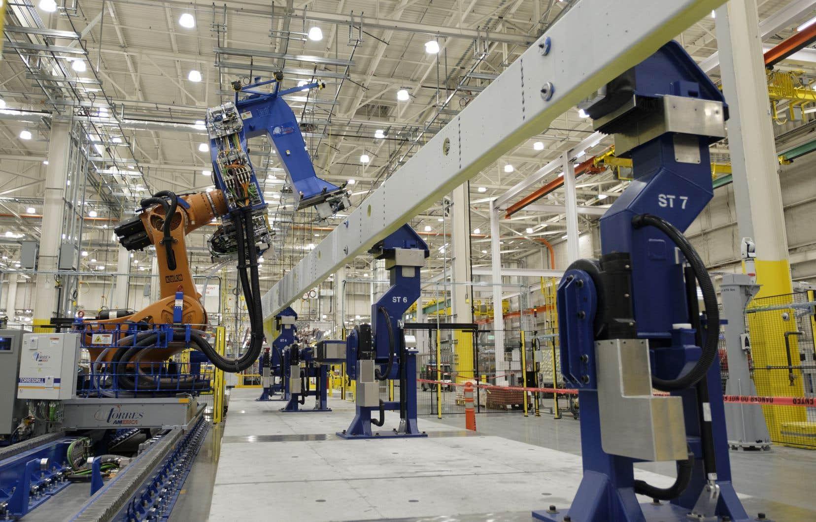 De nombreux dirigeants d'entreprise se disent convaincus que les révolutions de l'intelligence artificielle (IA) et de la robotique finiront par créer plus d'emplois qu'elles n'en élimineront.
