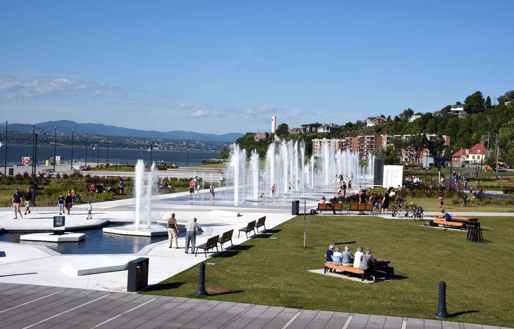 À Lévis, l'aménagement du quai Paquet et de l'Esplanade rappelle le passé industriel du lieu.
