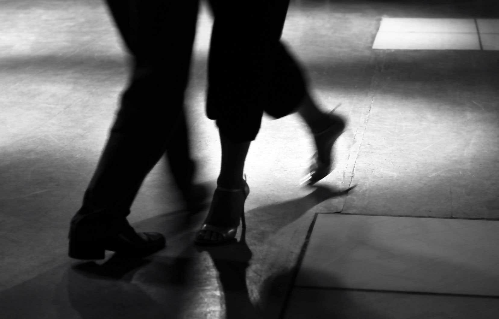 Selon les recherches, dans les cas de maladie de Parkinson, le tango procurerait plus de bénéfices qu'une danse moins chorégraphiée.