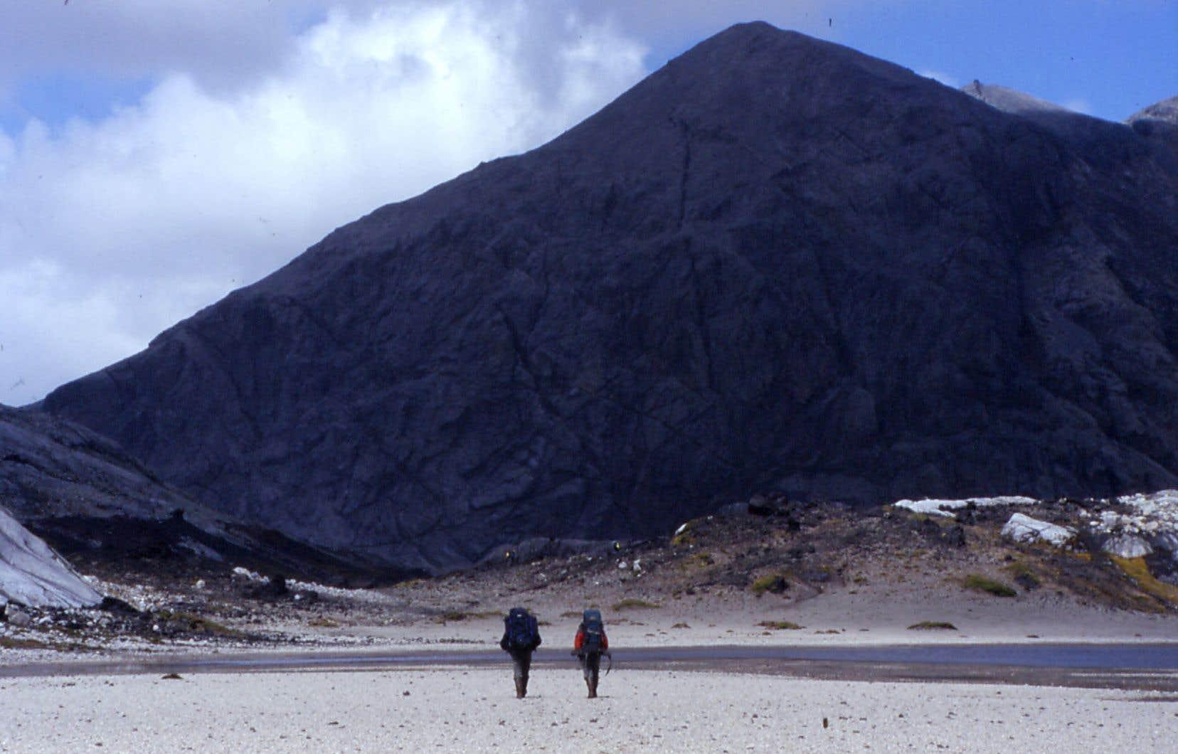 L'île de Kerguelen, plus gros morceau d'un petit archipel accroché aux confins de l'océan Indien, est un territoire français depuis sa découverte en 1772.