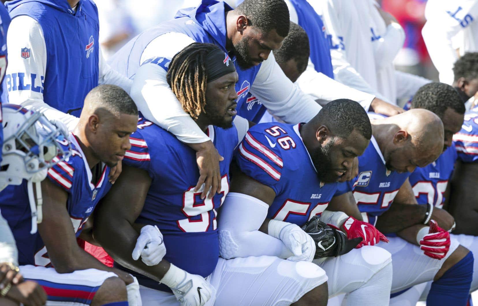 La NFL a banni cette semaine la protestation par agenouillement de ses joueurs pendant l'hymne national.