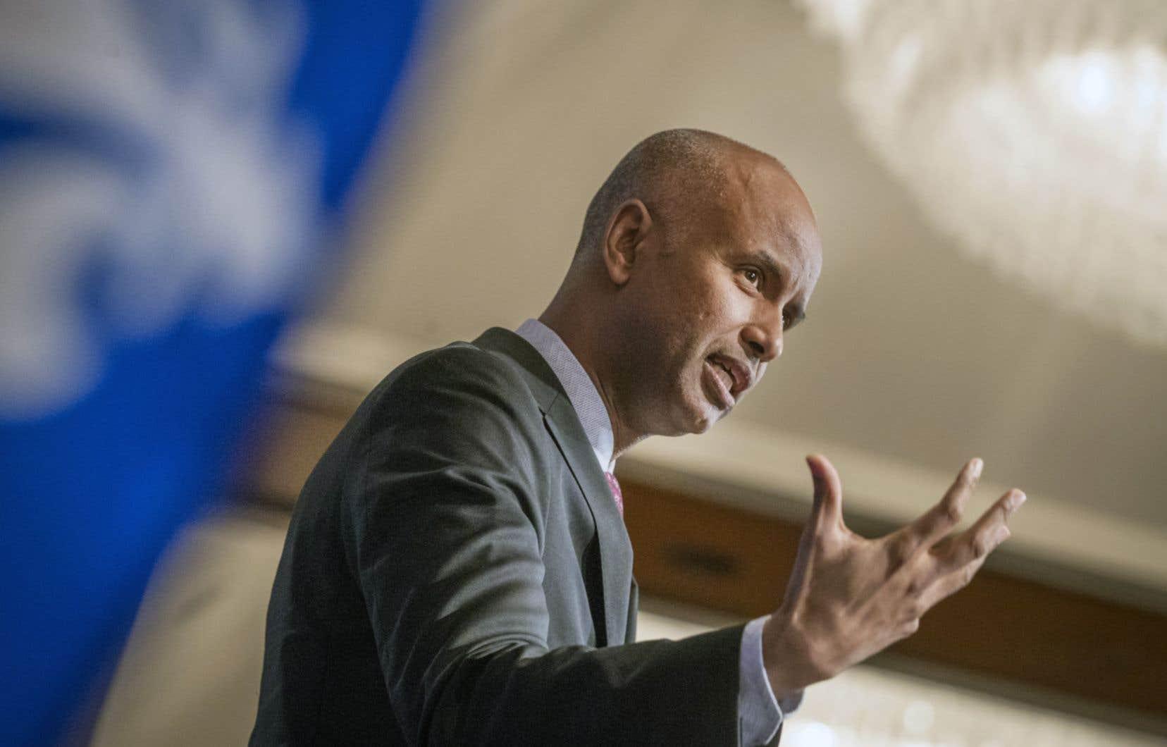 Le ministre Ahmed Hussen s'est adressé aux médias après avoir prononcé une conférence au Conseil des relations internationales de Montréal (CORIM) vendredi midi.