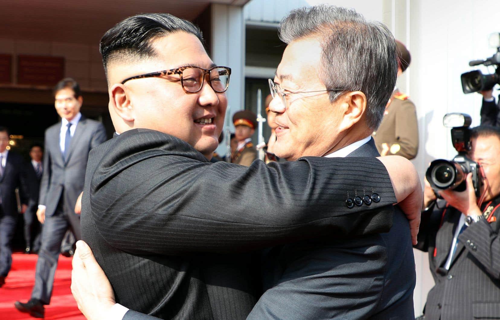 La rencontre entre MM.Moon et Kim s'est déroulée dans un bâtiment du côté nord-coréen de Panmunjom, le village où avait été signé l'armistice entre les deux Corées en 1953.