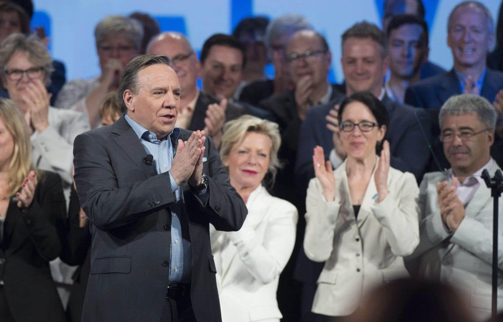 Le chef de la CAQ, François Legault, s'adresse à ses délégués à l'occasion du congrès national du parti, dimanche, à Lévis.