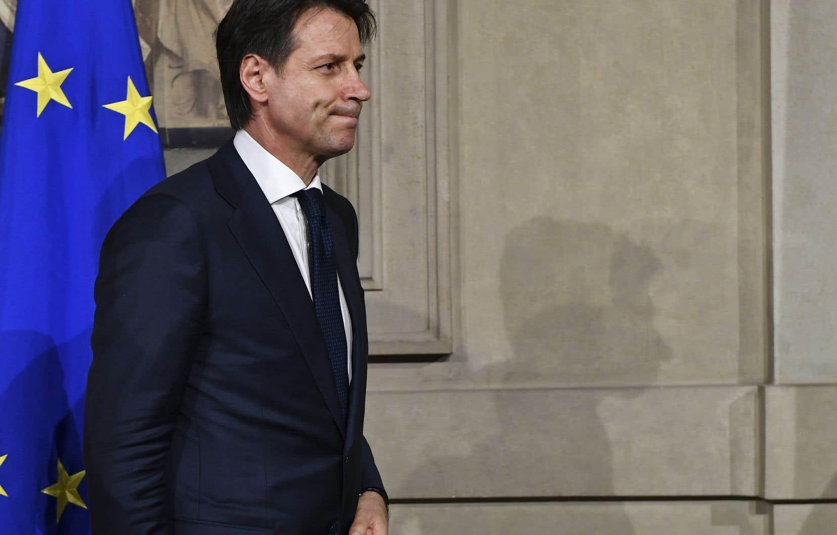 M.Conte avait été désigné mercredi mais il devait encore confirmer cette nomination et présenter une liste de ministres que le chef de l'État accepte pour que celle-ci soit effective.