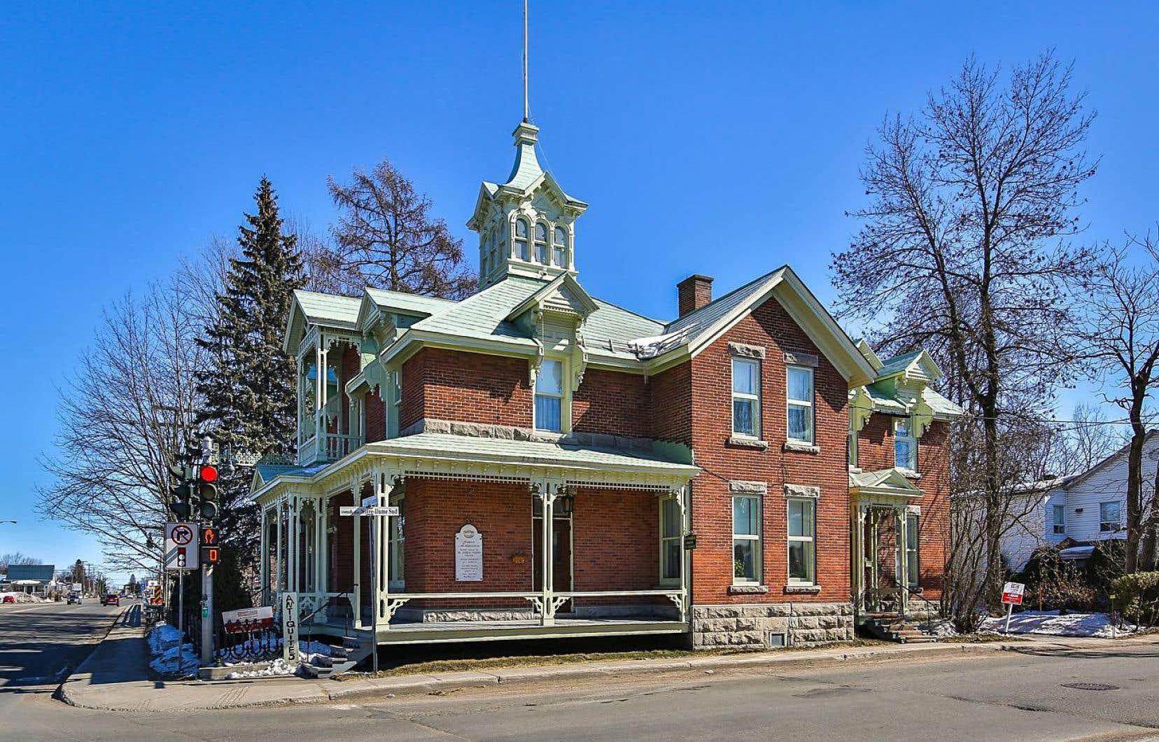 La demeure a été achetée en 1919 par Joseph-Alphonse Ferron, le père de Jacques.