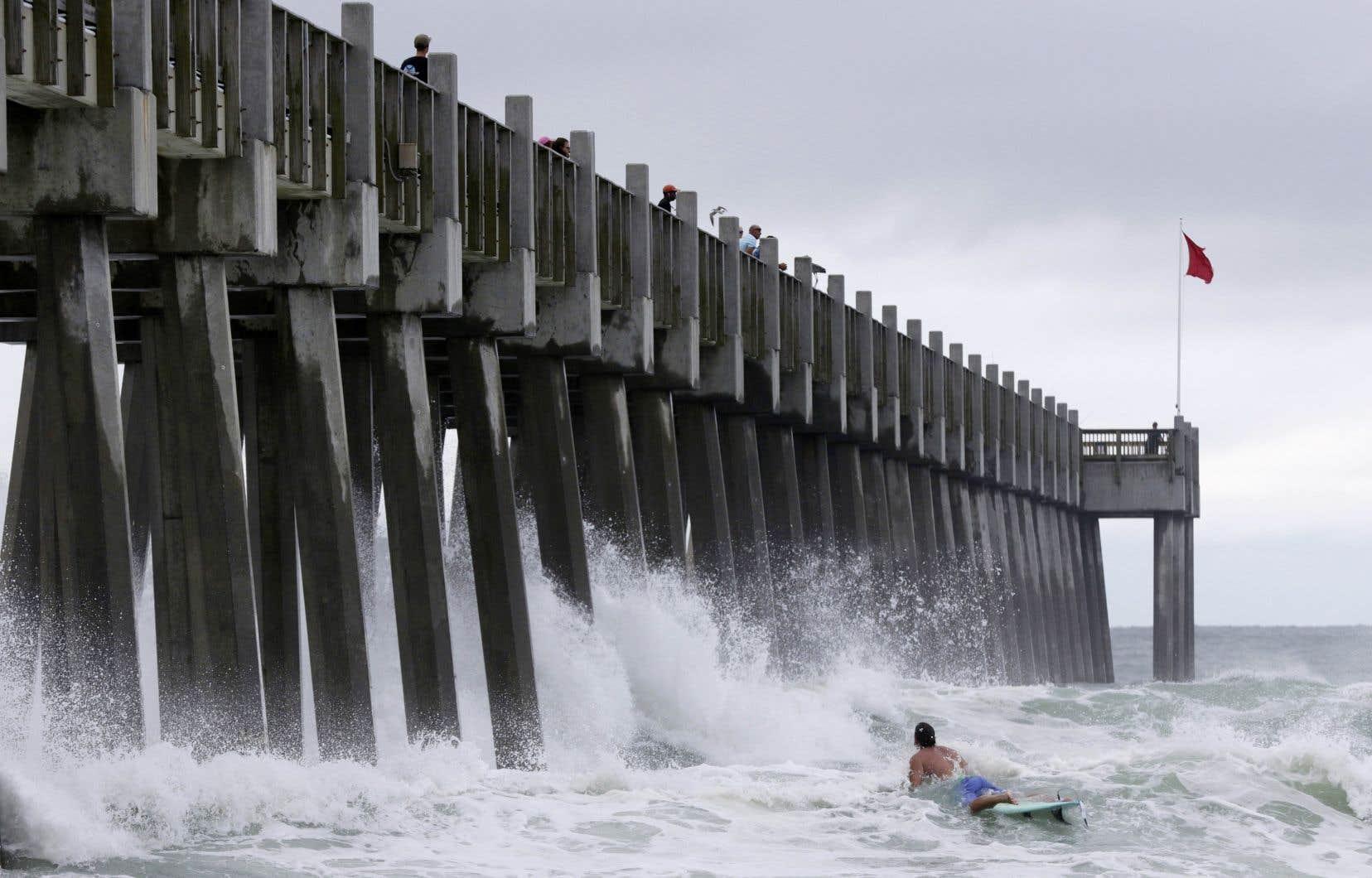 Des conditions météorologiques difficiles sont prévues dans l'est et le nord de la côte du golfe du Mexique jusqu'à mardi.