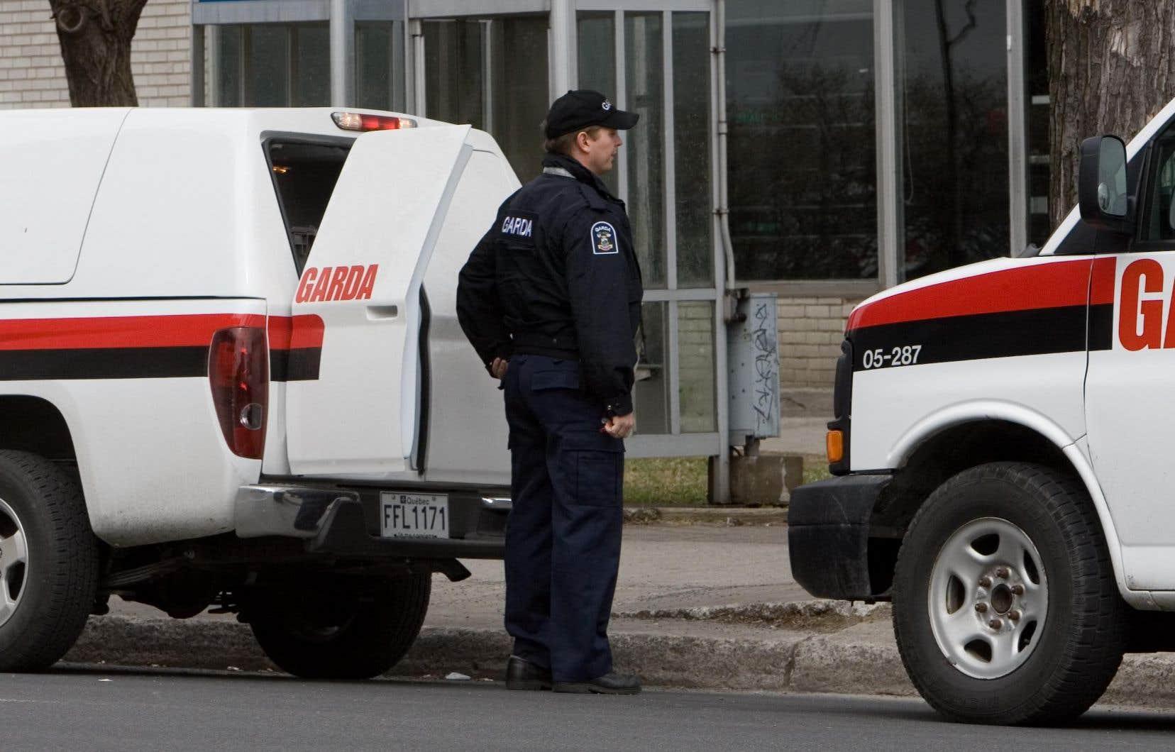 Ces agents de sécurité travaillent pour différentes firmes, comme Garda (notre photo) et Securitas.