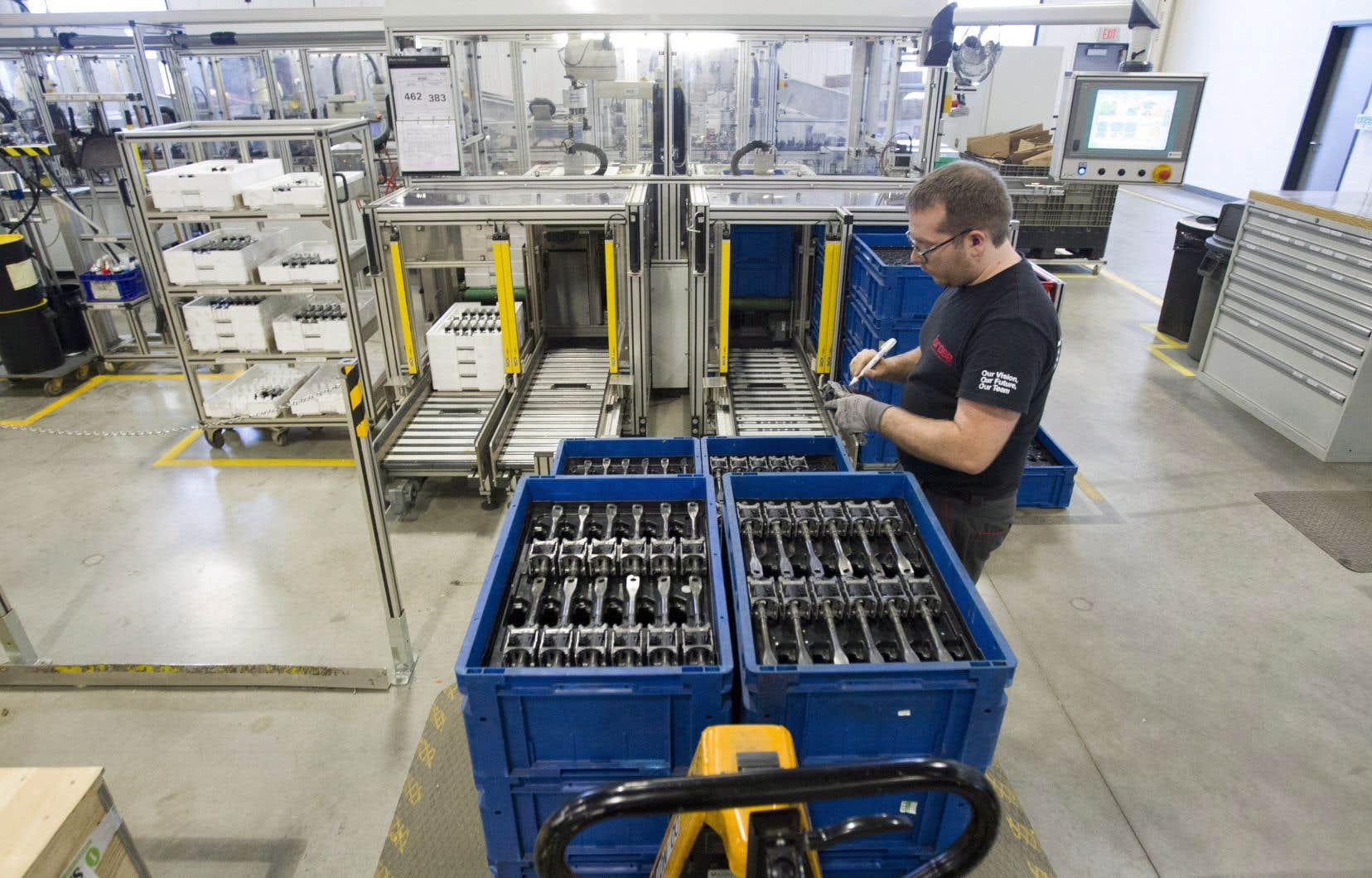 Selon les économistes, le virage technologique des entreprises québécoises ne doit pas être vu comme une menace par les travailleurs.