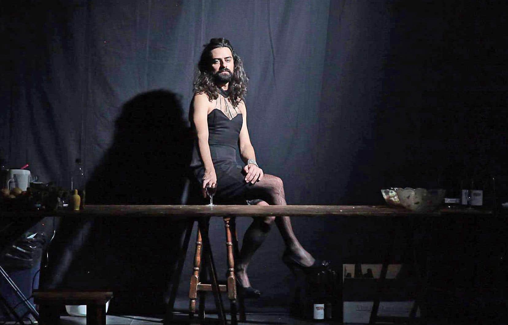La pièce est faite d'une suite de trois solos autobiographiques totalisant 4h30.