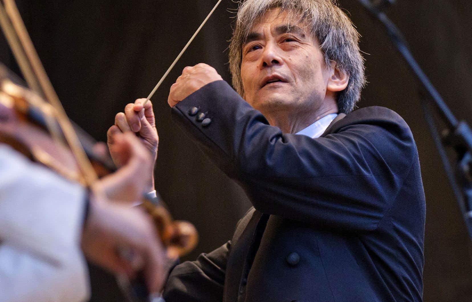 Kent Nagano a séparé l'orchestre en deux formations d'une cinquantaine de musiciens.