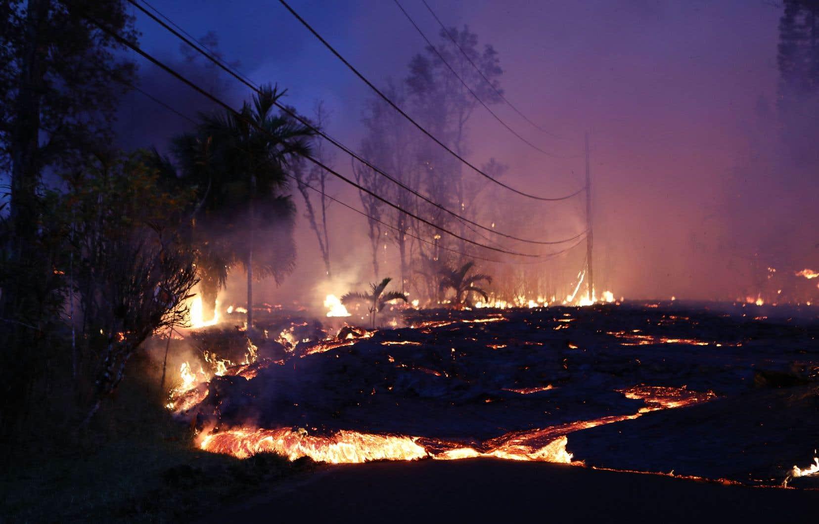 Les autorités ont été contraintes d'évacuer deux quartiers côtiers, par crainte qu'ils ne soient éventuellement coupés du monde.