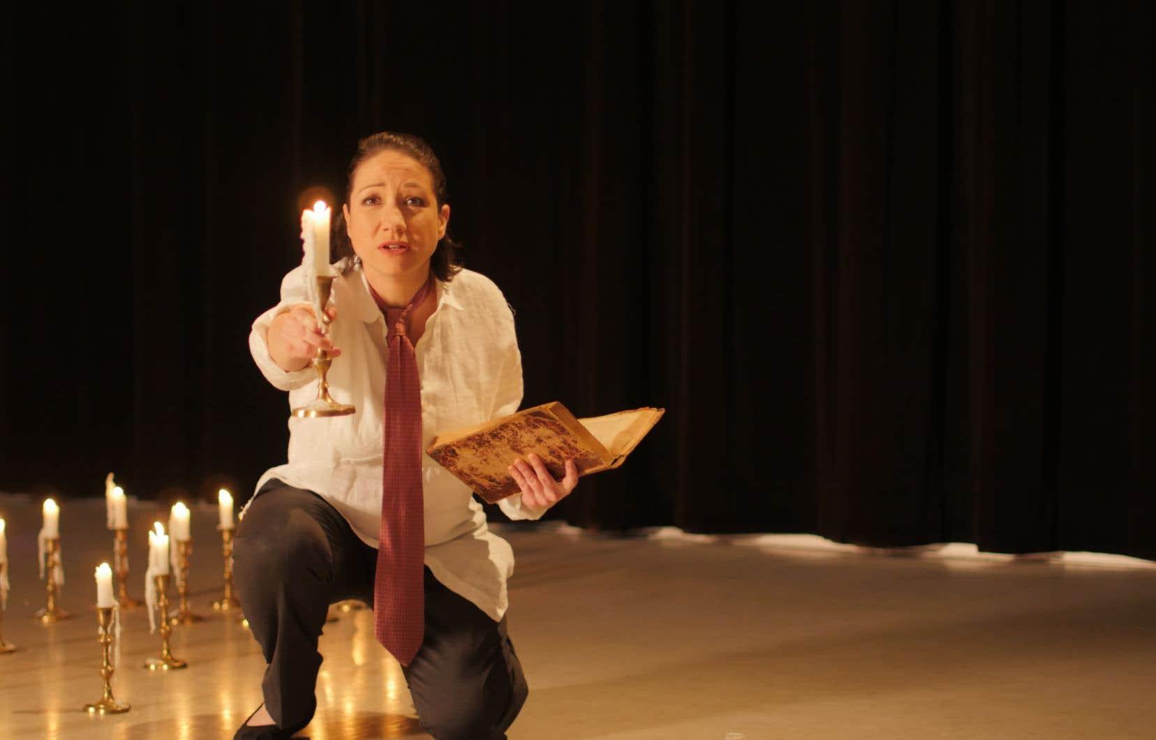 Chants Libres ouvre le bal du feu d'artifice final de la série hommage à Evangelista avec la reprise de «La porte».