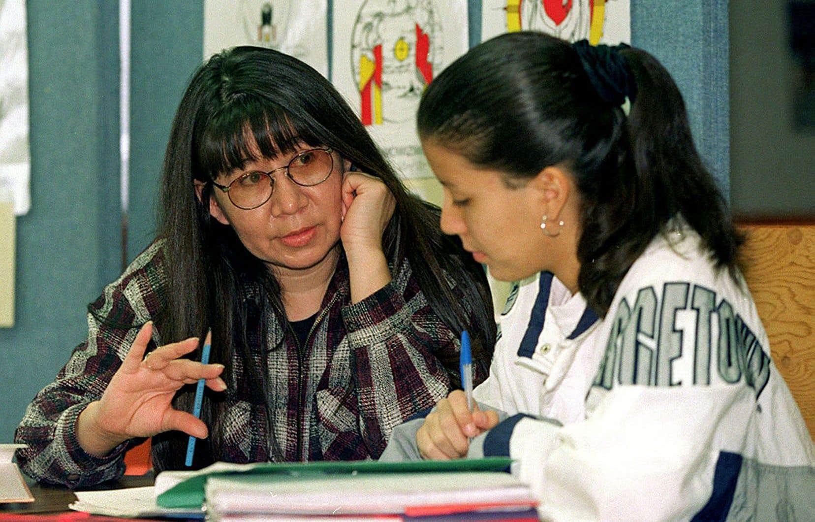 L'approche préconisée par Ottawa pour assurer la survie de ces langues, voire leur mémoire, est très variable.