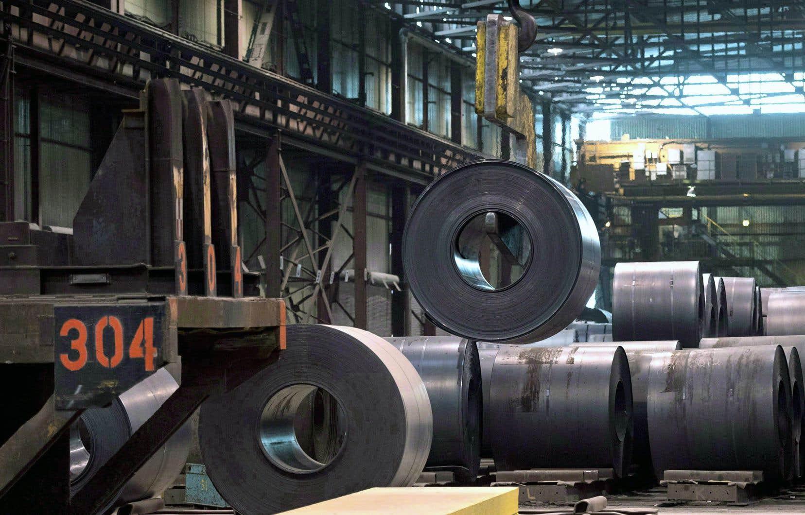 Les États-Unis disent que leurs industries de l'acier et de l'aluminium sont menacées par la surproduction sur les marchés internationaux et que, pour les défendre, ils doivent se protéger des importations étrangères, rappelle Krzysztof Pelc.