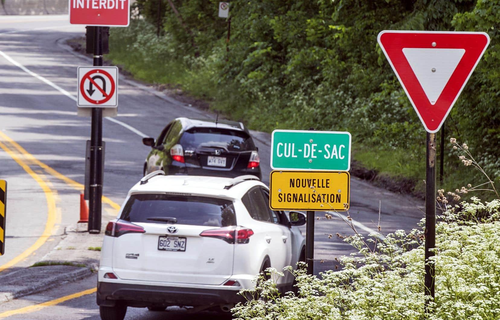 À l'entrée du parc du Mont-Royal, un panneau indique désormais que la voie Camillien-Houde est un cul-de-sac.