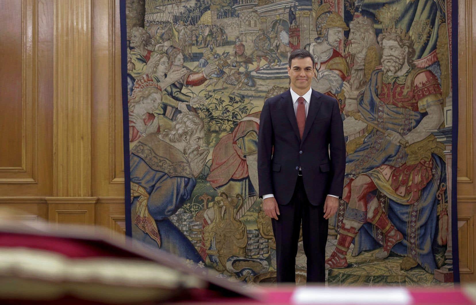M.Sanchez s'est déjà engagé à «jeter des ponts» pour dialoguer avec les indépendantistes, même s'il avait fermement soutenu M.Rajoy dans la crise catalane.
