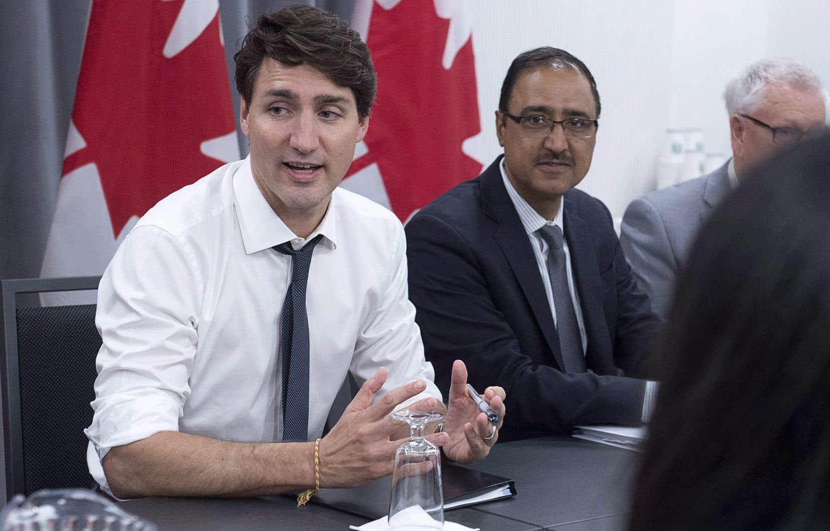 Le premier ministre Justin Trudeau et le ministre des Infrastructures, Amarjeet Sohi