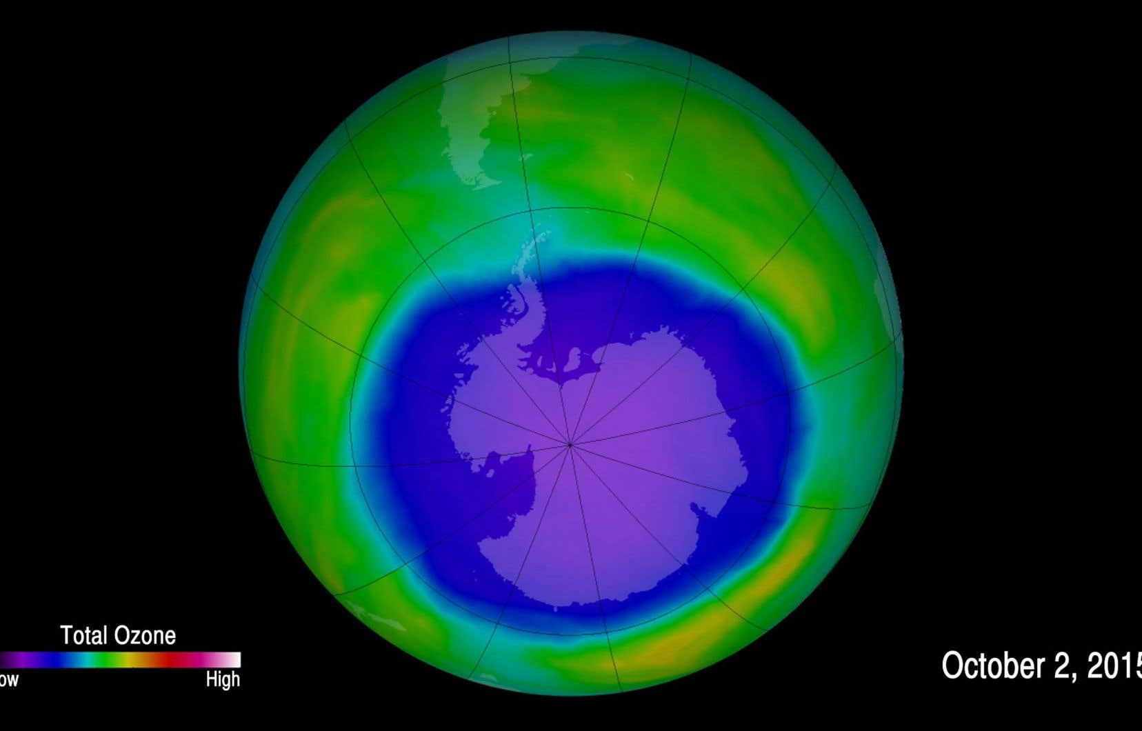 Une image des niveaux de la couche d'ozone, fournie par la National Oceanic and Atmospheric Administration, en octobre 2015. En bleu et en violet, les zones où l'ozone est le plus faible.
