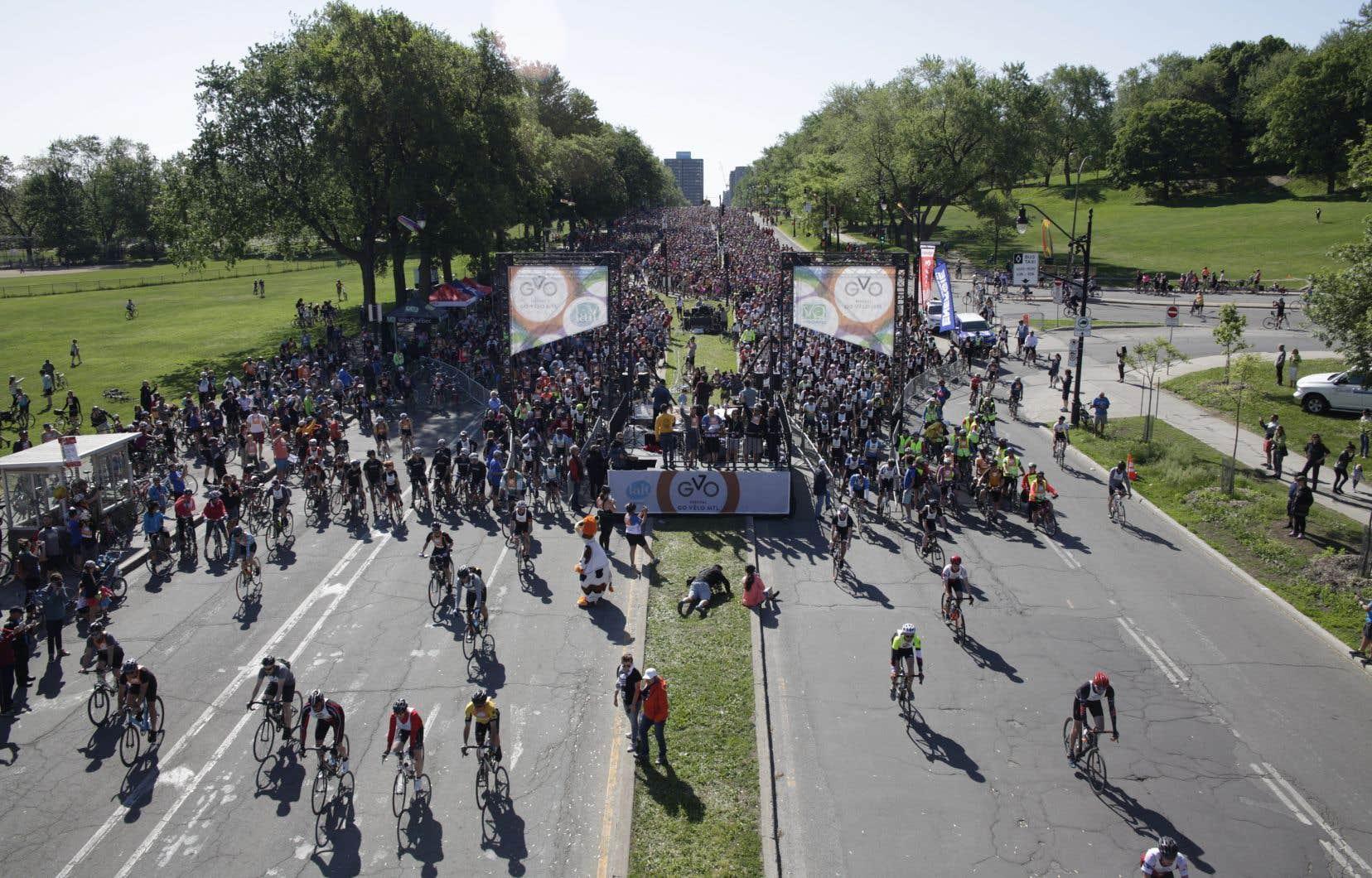 Sous un soleil radieux, les cyclistes ont pris d'assaut les rues de la métropole dès 9h15.