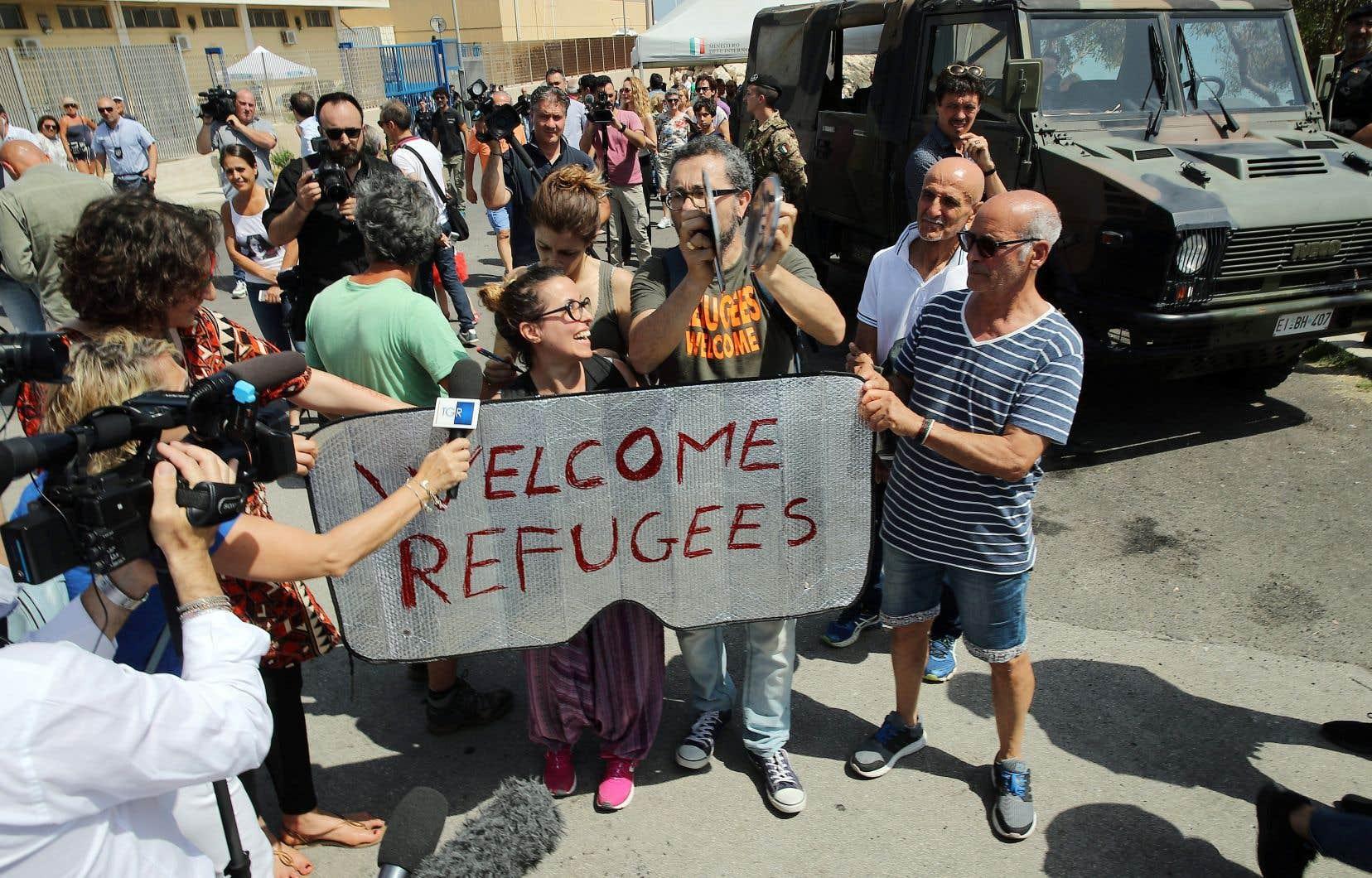 Des manifestants promigrants ont protesté contre la venue du nouveau ministre, dimanche, à Pozzallo, en Sicile.