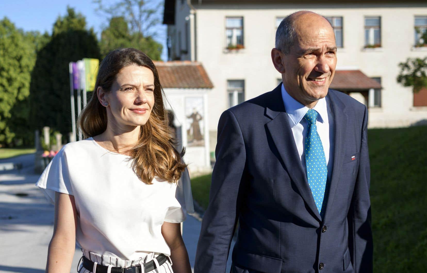 L'ancien premier ministre slovène Janez Jansa et sa femme, Urska Bacovnik, ont voté dimanche dans le petit village de Šentilj.