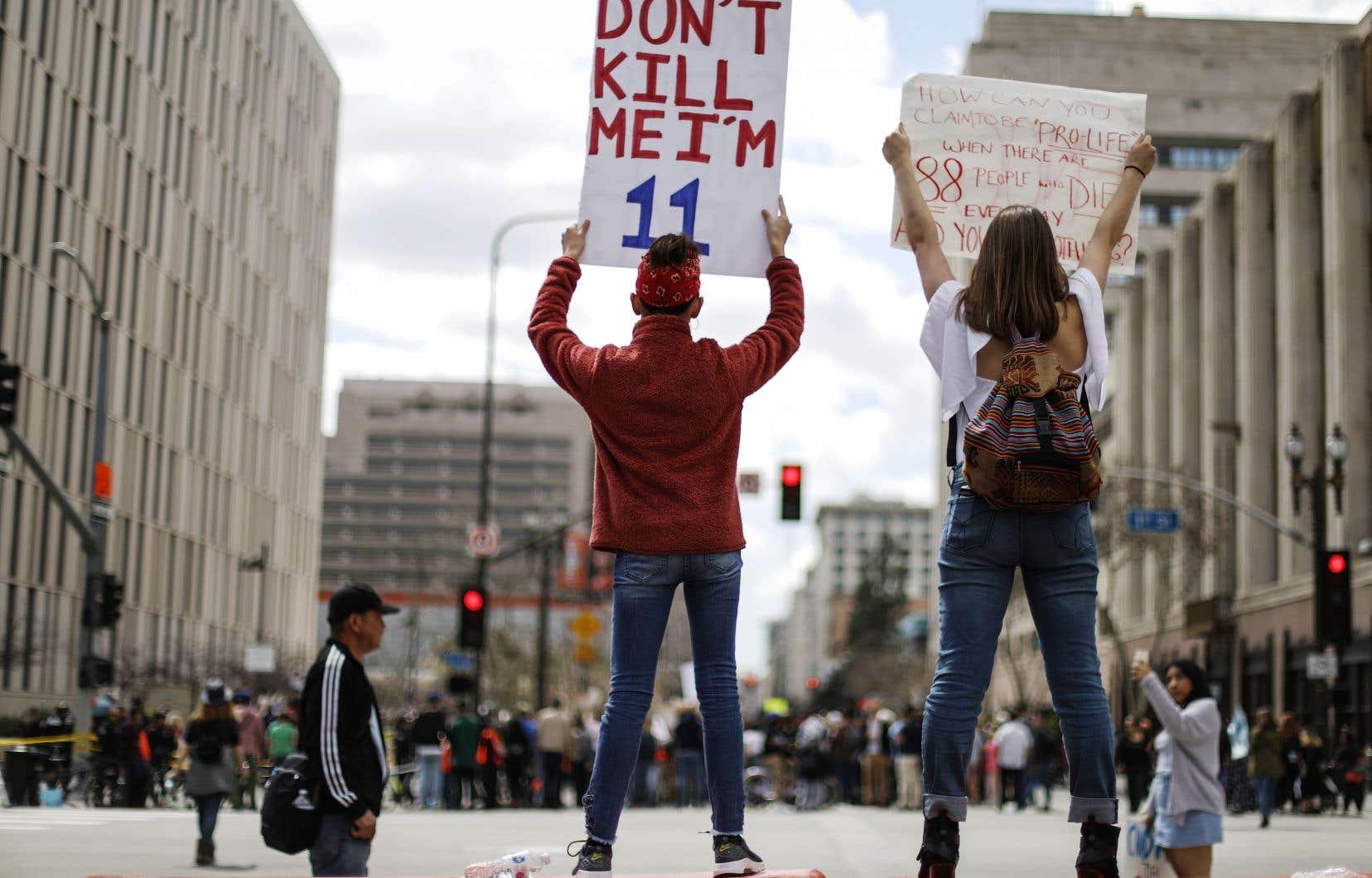 Les élèves de Parkland sont à l'origine d'une mobilisation pour exiger une régulation plus stricte des armes à feu qui avait conduit plus d'un million de personnes à défiler dans les rues fin mars.