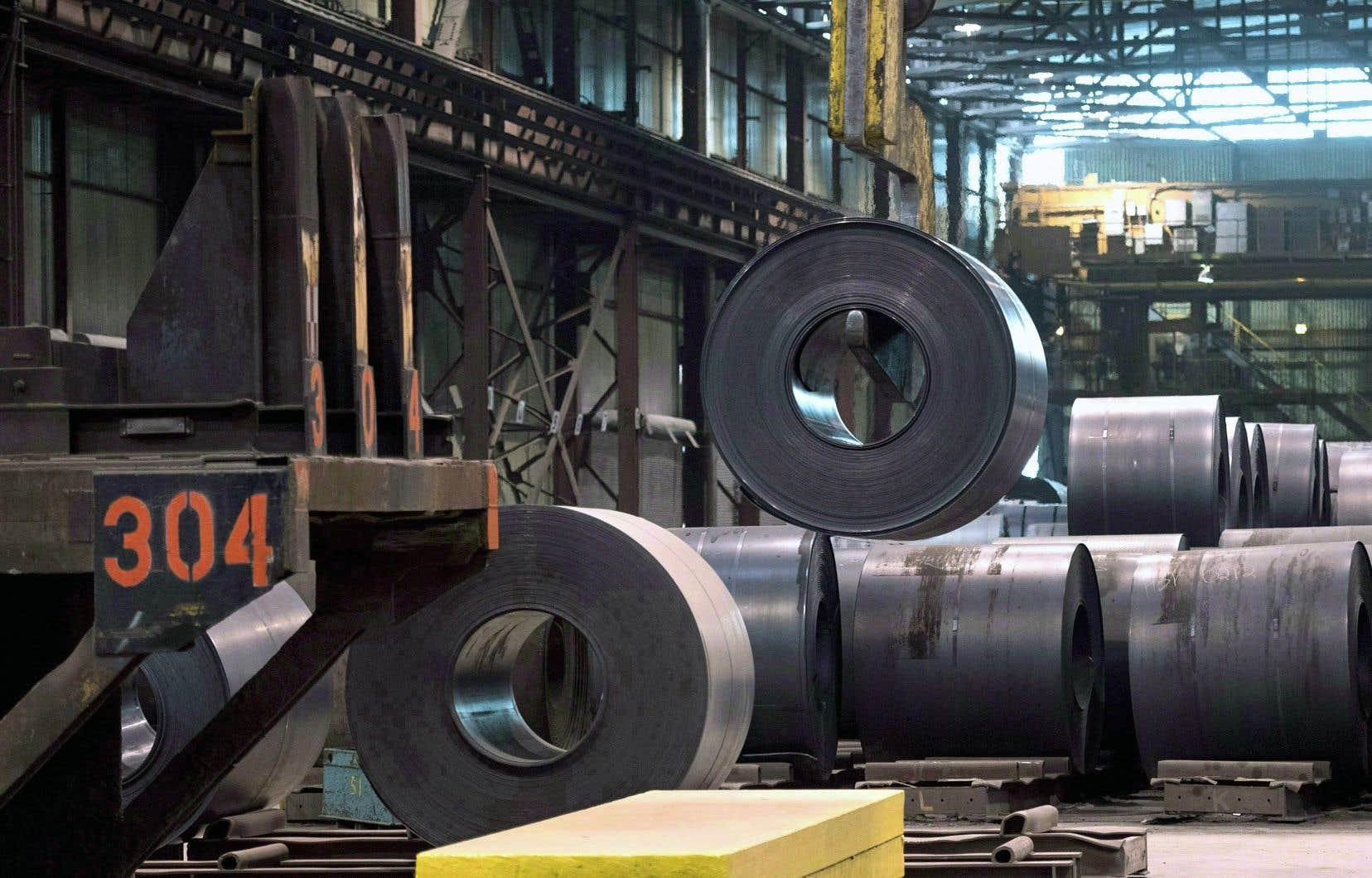 Depuis la semaine dernière, le Canada, le Mexique et l'Union européenne ne sont plus exemptés des droits tarifaires d'importation de 25 % sur l'acier et de 10 % sur l'aluminium.