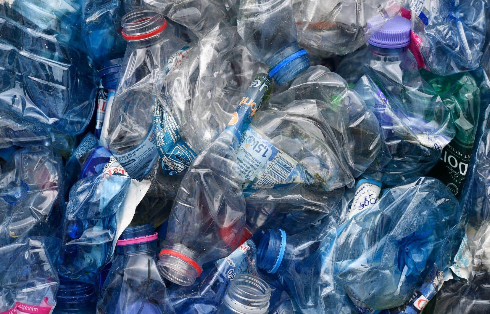 Les bouteilles d'eau en plastique à usage unique seront en grande partie remplacées par des bouteilles réutilisables, affirme la porte-parole du bureau de gestion du sommet.