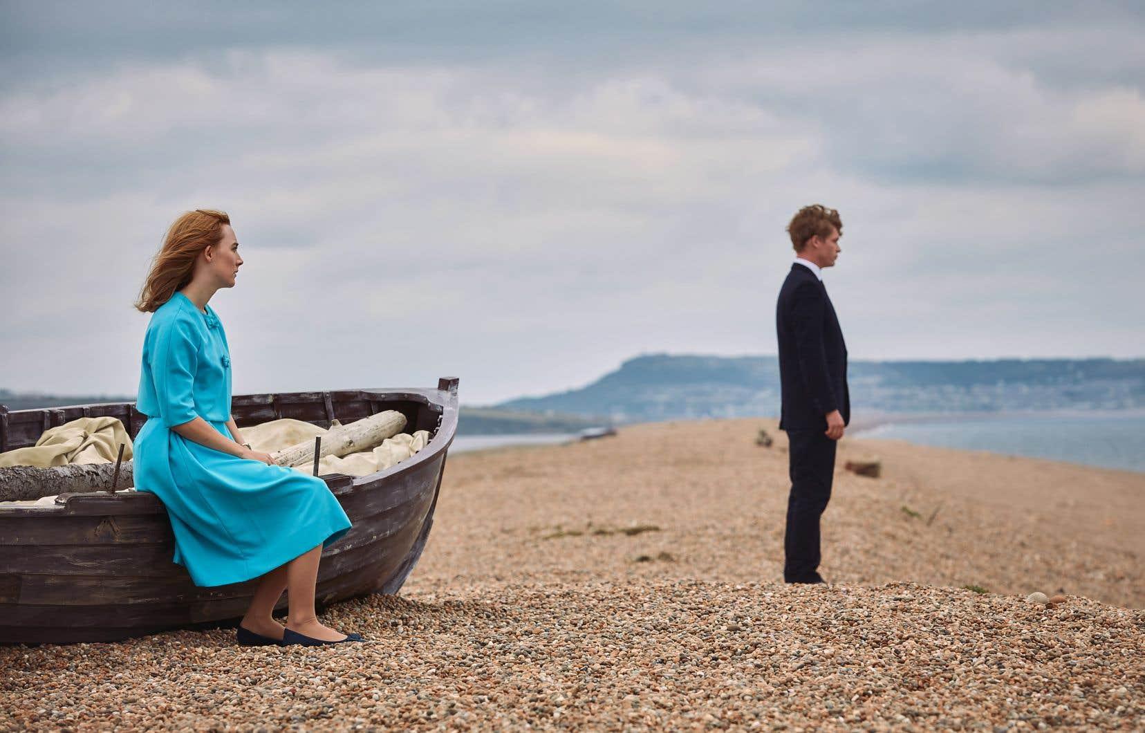 Saoirse Ronan et Billy Howle dans «Sur la plage de Chesil»