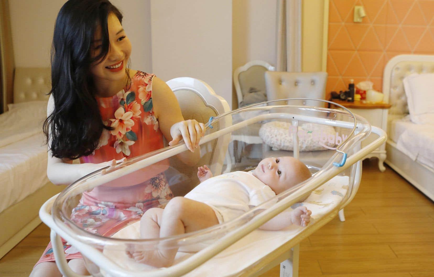 Xu Jingfang, maman du petit Kirk, séjourne auCentre postnatal international du lac Malaren, à Shanghai.