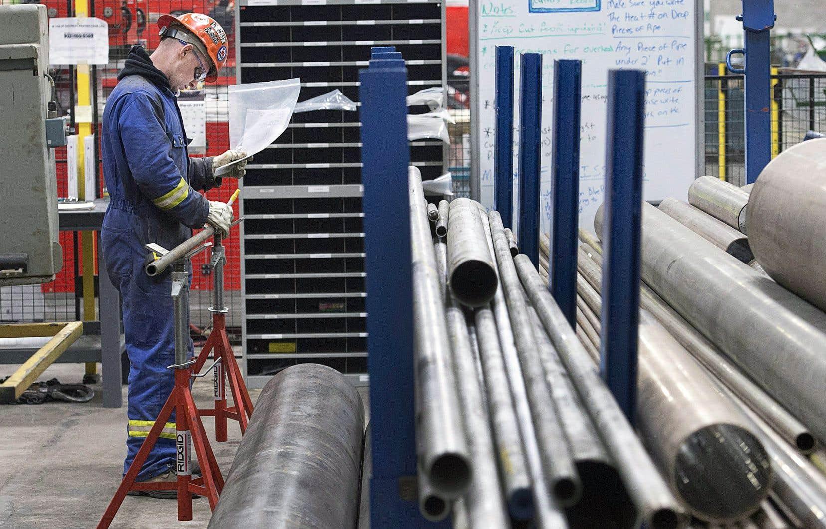 La croissance des salaires témoigne d'un solide marché du travail au Canada et d'une économie qui fonctionne près de son plein potentiel, dit Robert Kavcic, économiste principal à la Banque de Montréal.