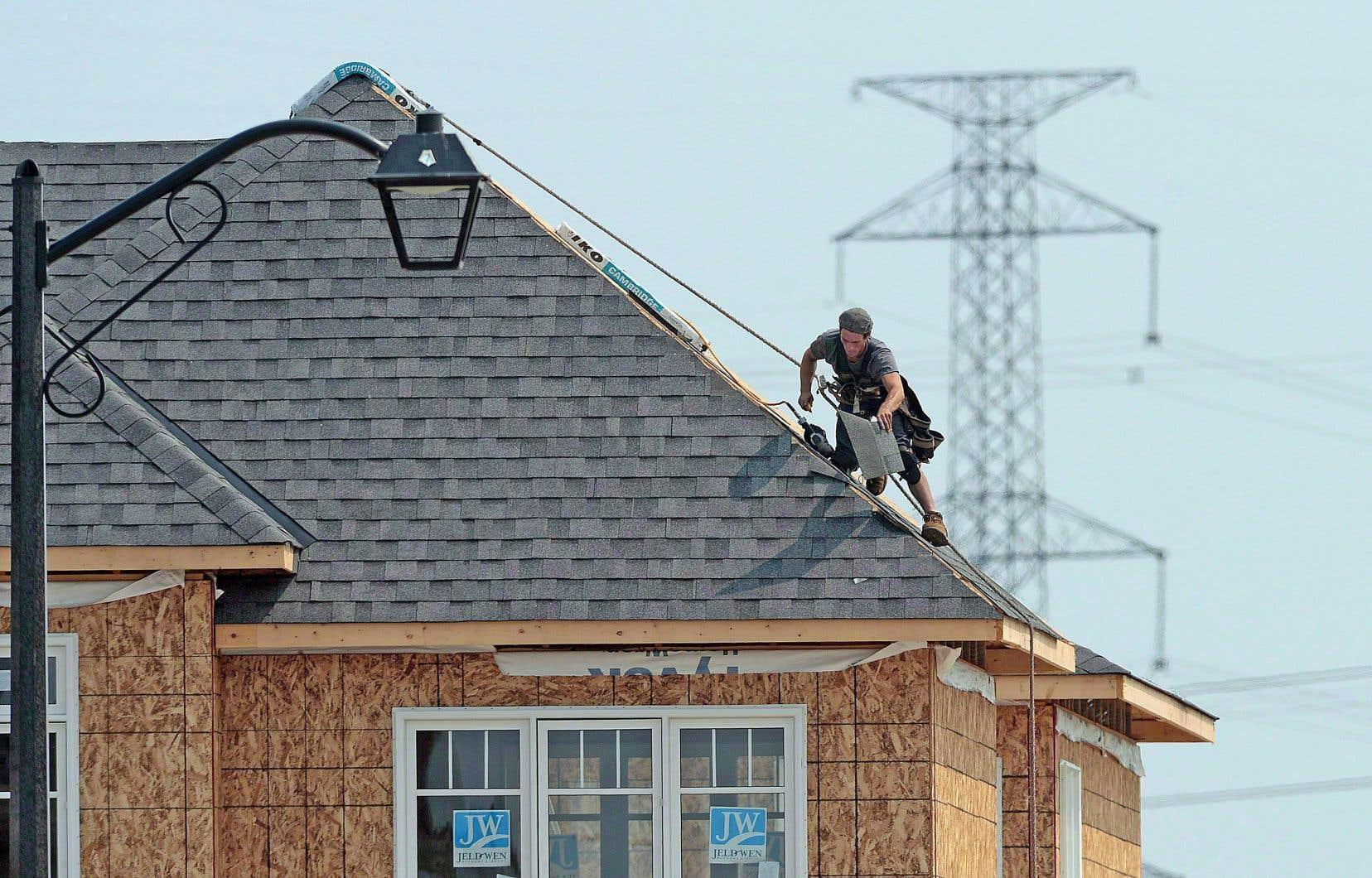 Le nombre de mises en chantier de logements en données désaisonnalisées et annualisées s'est établi à 195613 en mai.