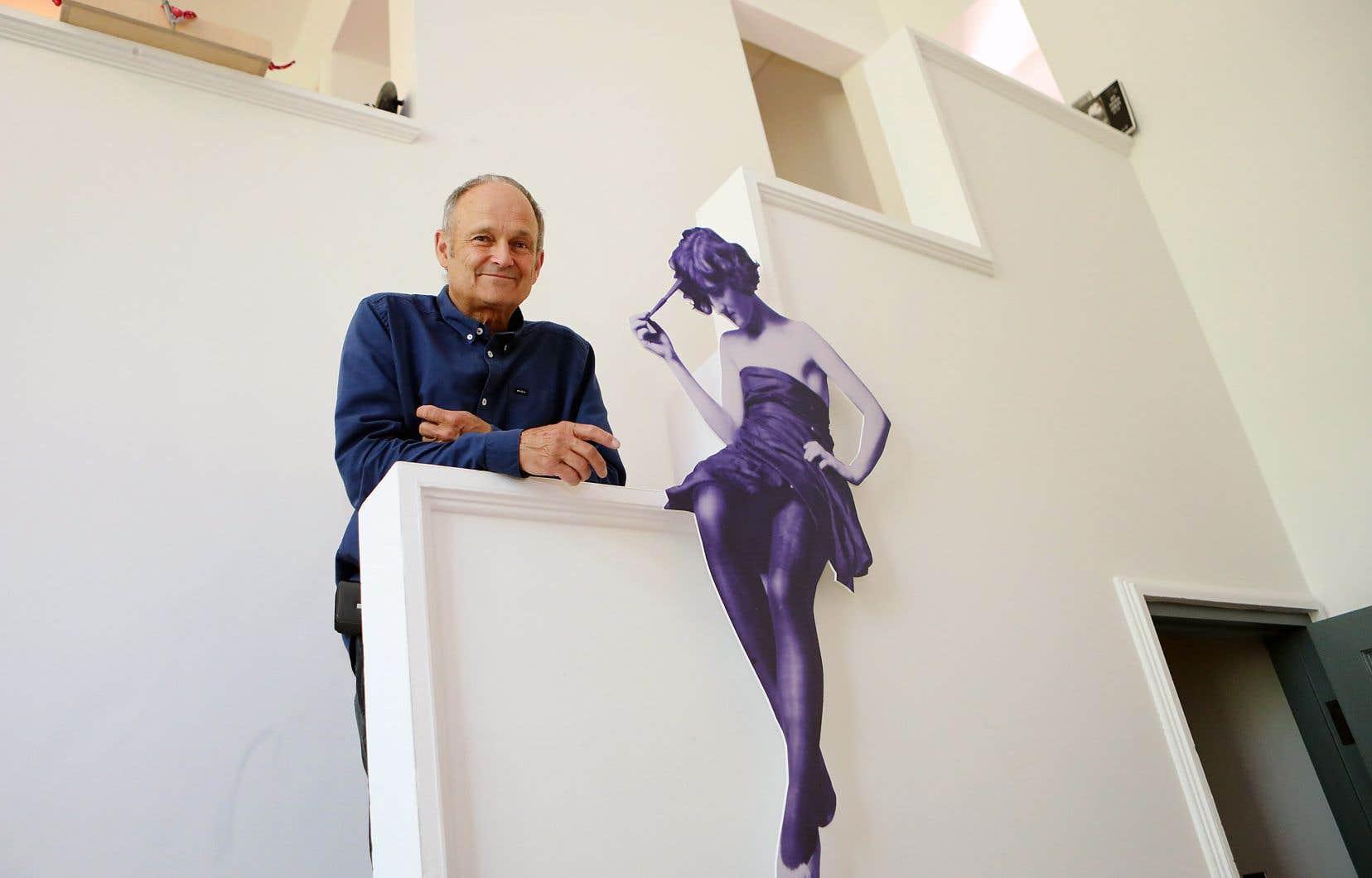 Propriétaire du studio Ernest-Cormier, Luc Lachapelle estime qu'il a le droit d'utiliser l'immeuble comme lieu de résidence. Une affiche de Clorinthe Perron, conjointe d'Ernest Cormier, orne l'un des murs de l'atelier.