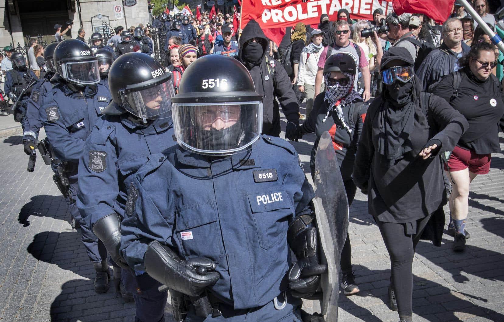 Même si on nous a répété qu'elles étaient surtout menées par des personnes voulant en découdre avec les forces de police, les manifestations se sont déroulées pacifiquement dans l'ensemble à Québec, souligne l'auteur.