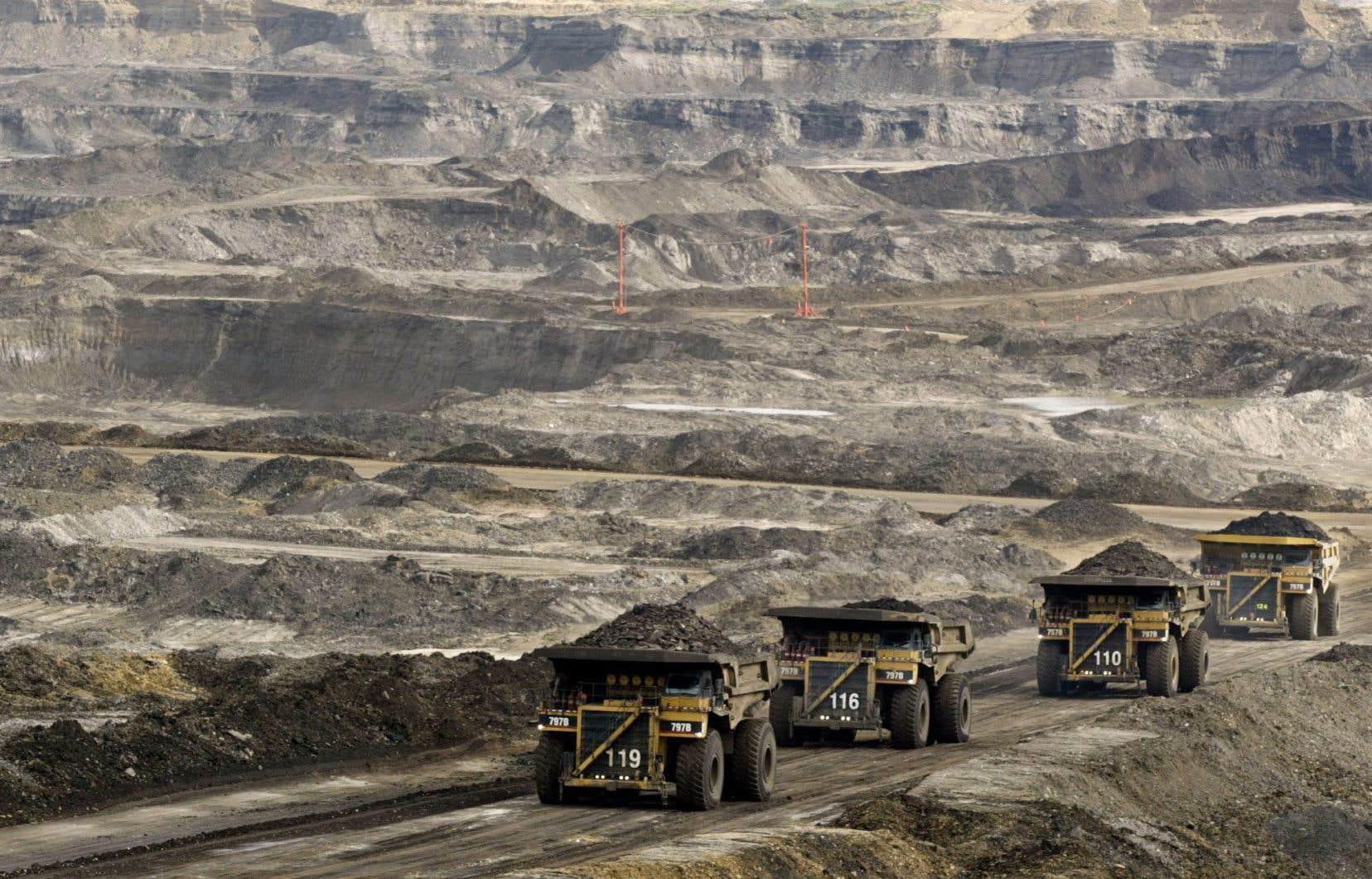 Cette croissance s'expliquerait principalement par une hausse de la production des sables bitumineux à 4,2 millions de barils par jour.