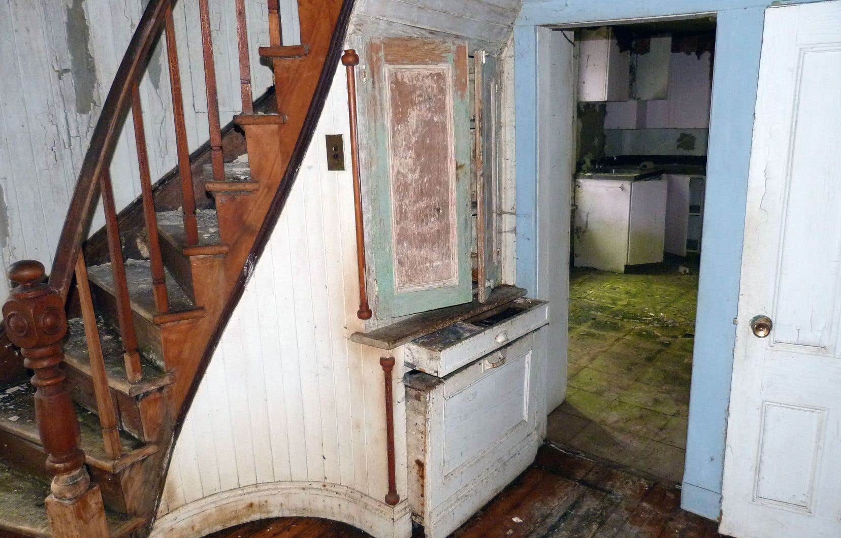 Vue de l'intérieur de la maison Legendre laissée à l'abandon
