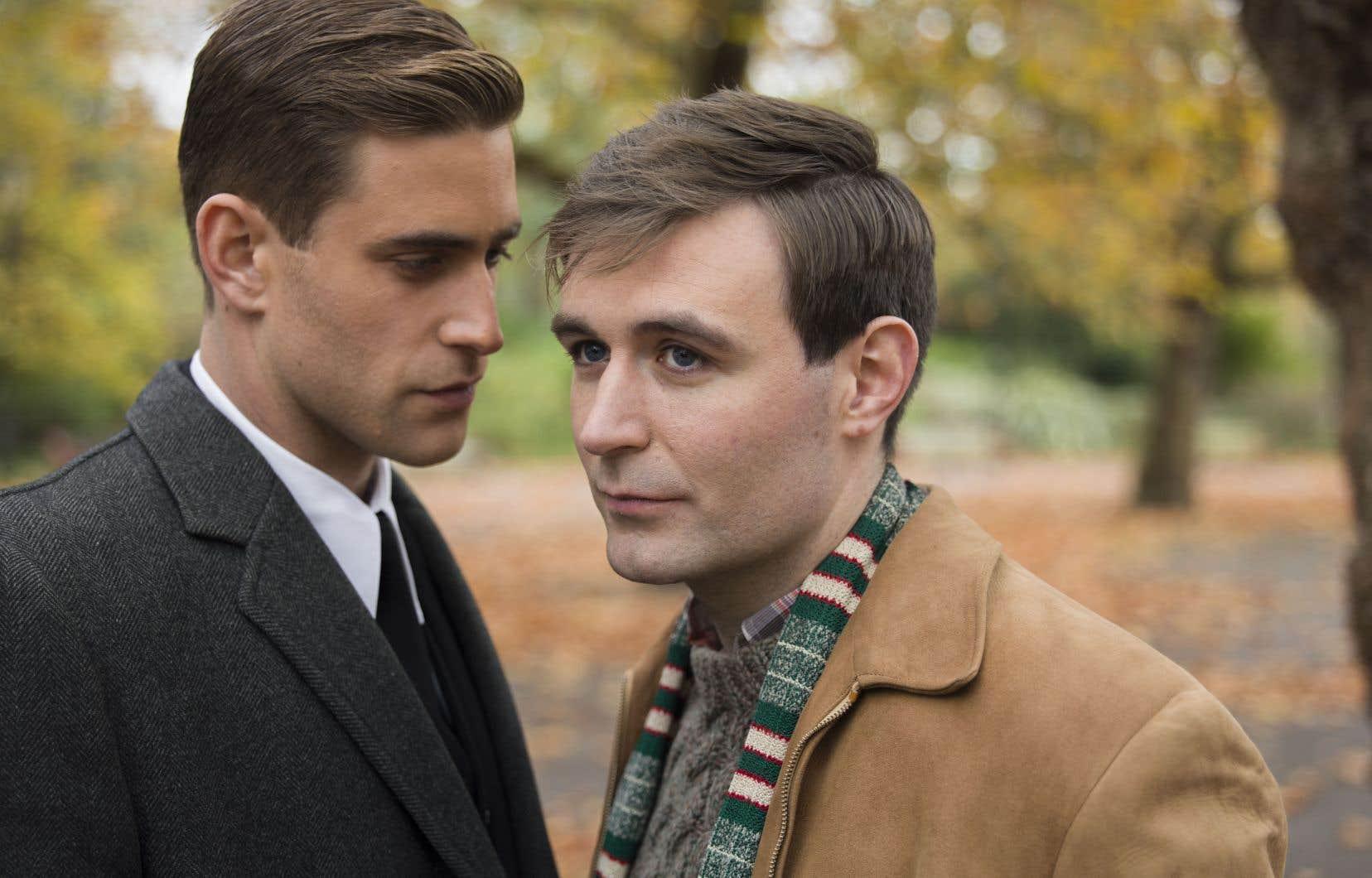 La série raconte, à 60ans d'intervalle, deux histoires d'amour entre hommes.