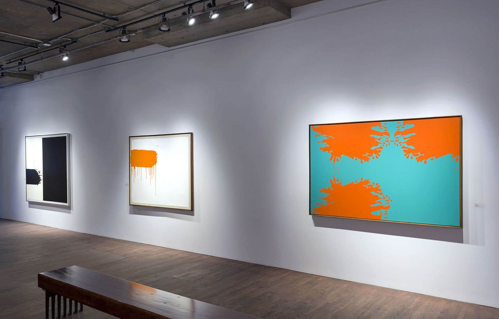Vue de l'exposition «Jacques Hurtubise: 1963-1972, une décennie haute en couleurs» à la galerie Simon Blais