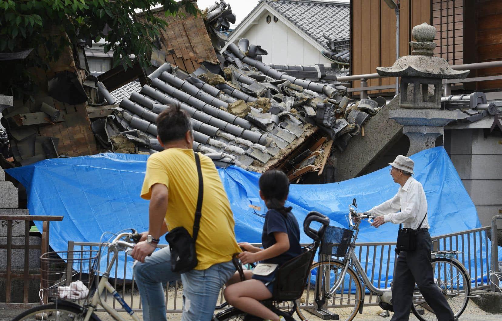Ce tremblement de terre, de magnitude 5,3 selon l'institut américain USGS, s'est produit à une profondeur de 15,4 kilomètres.