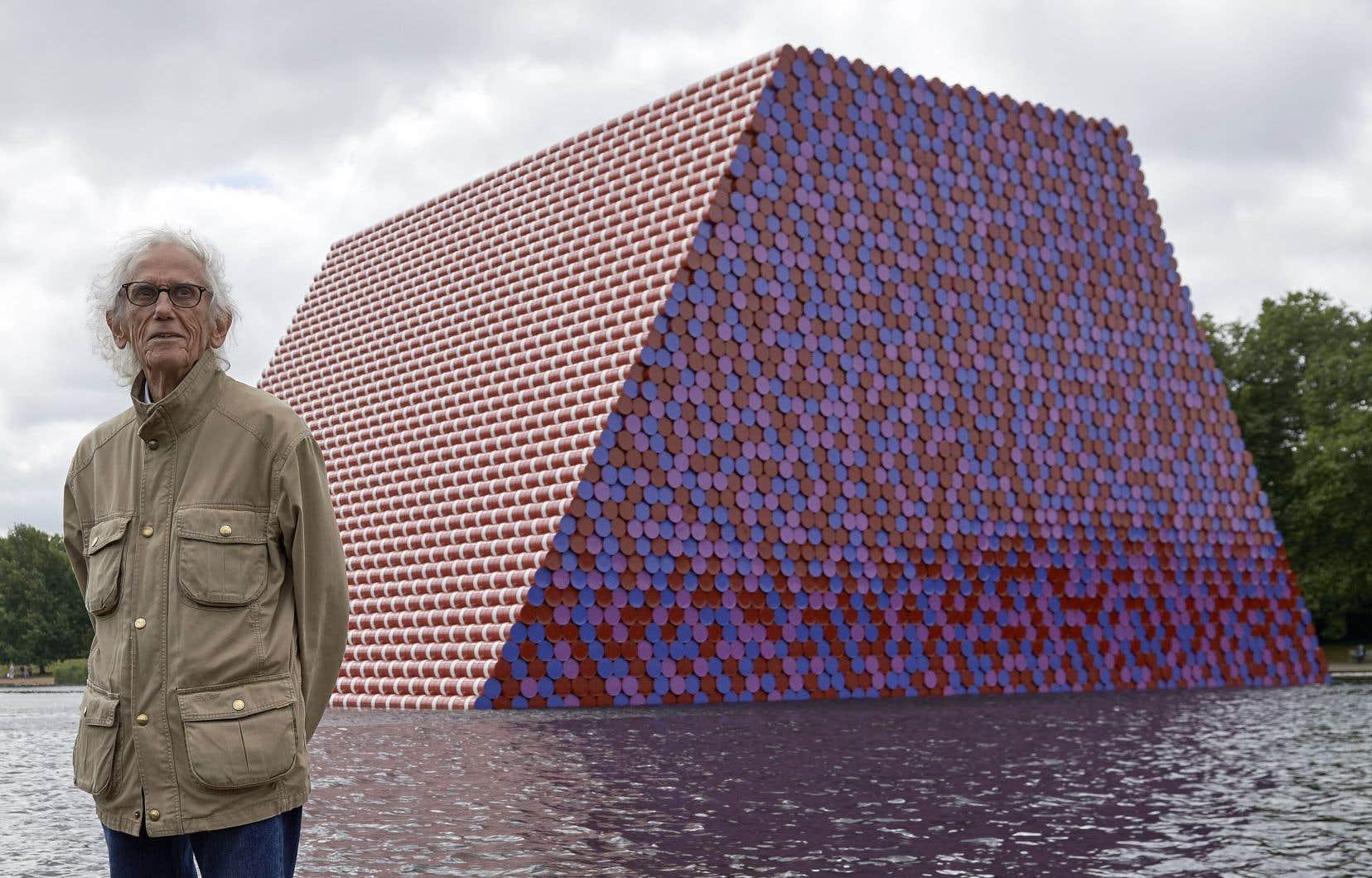 L'artiste Christo vient de terminer «The London Mastaba», dont la forme rappelle celledes tombeaux traditionnels égyptiens appelés mastabas.