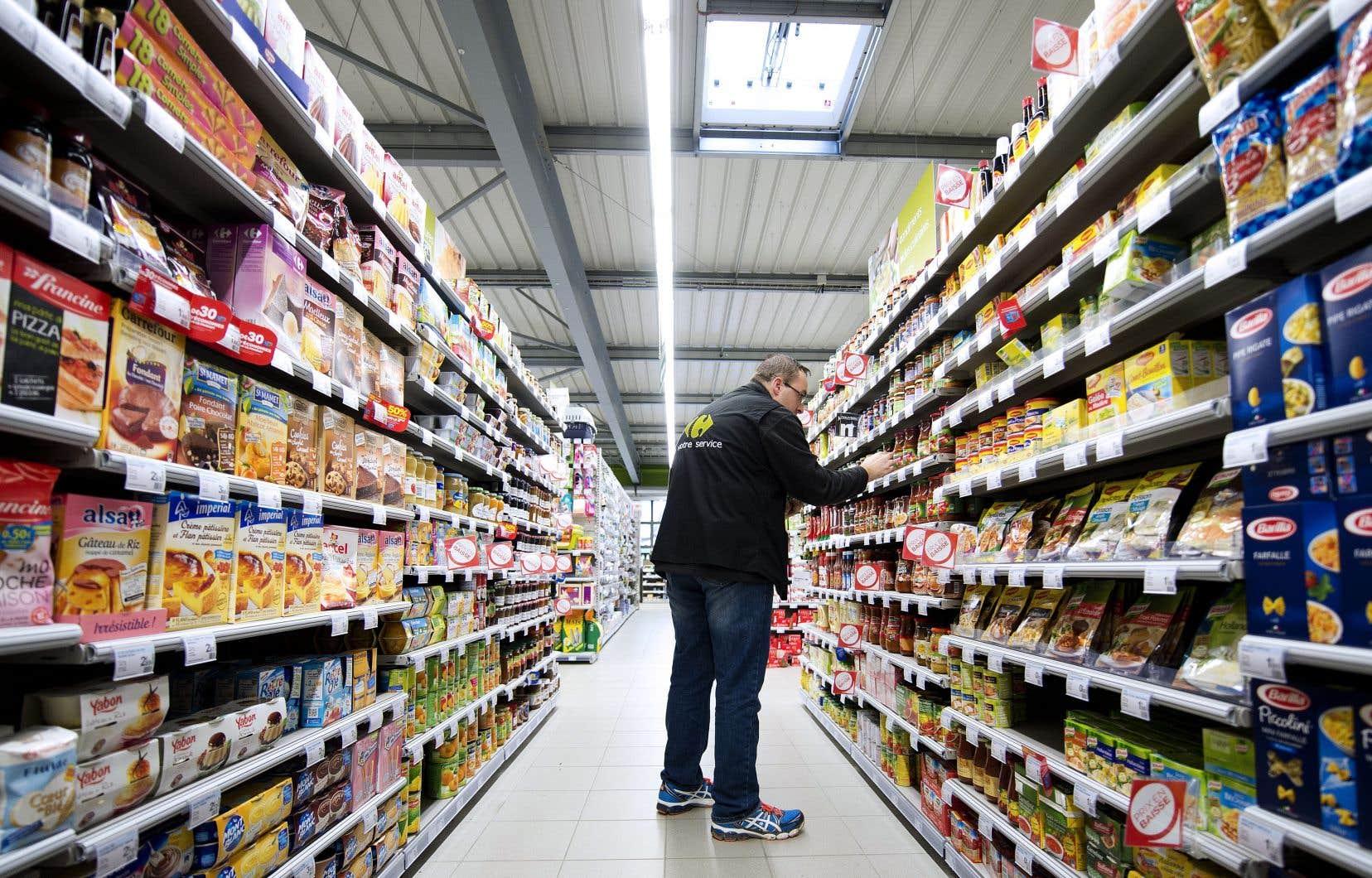 En France, le géant Carrefour a réalisé 894millions d'euros de profit en 2016 et reversé 510millions d'euros de dividendes.