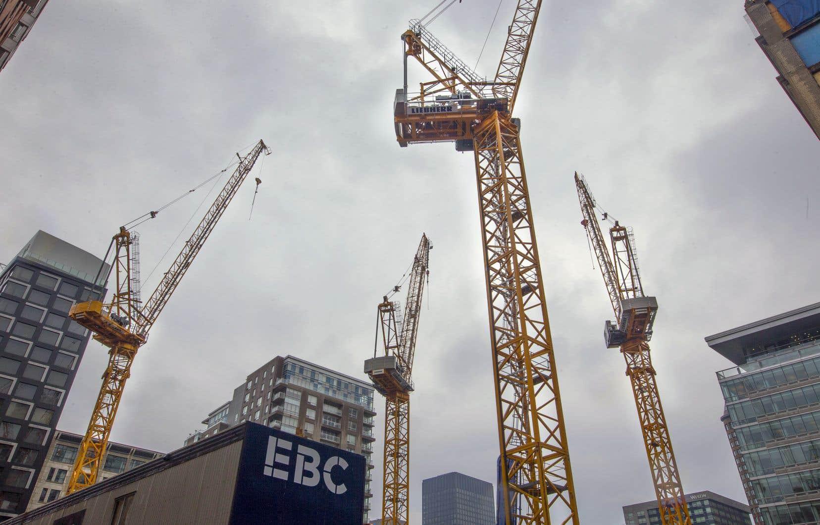 Les grutiers ont commencé une grève lundi dernier, dans l'ensemble des chantiers du Québec.