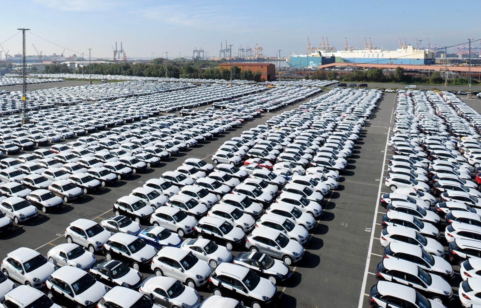 Donald Trump a déjà évoqué à de nombreuses reprises la possibilité d'imposer des taxes pour protéger l'industrie automobile américaine qui viseraient notamment l'Allemagne.