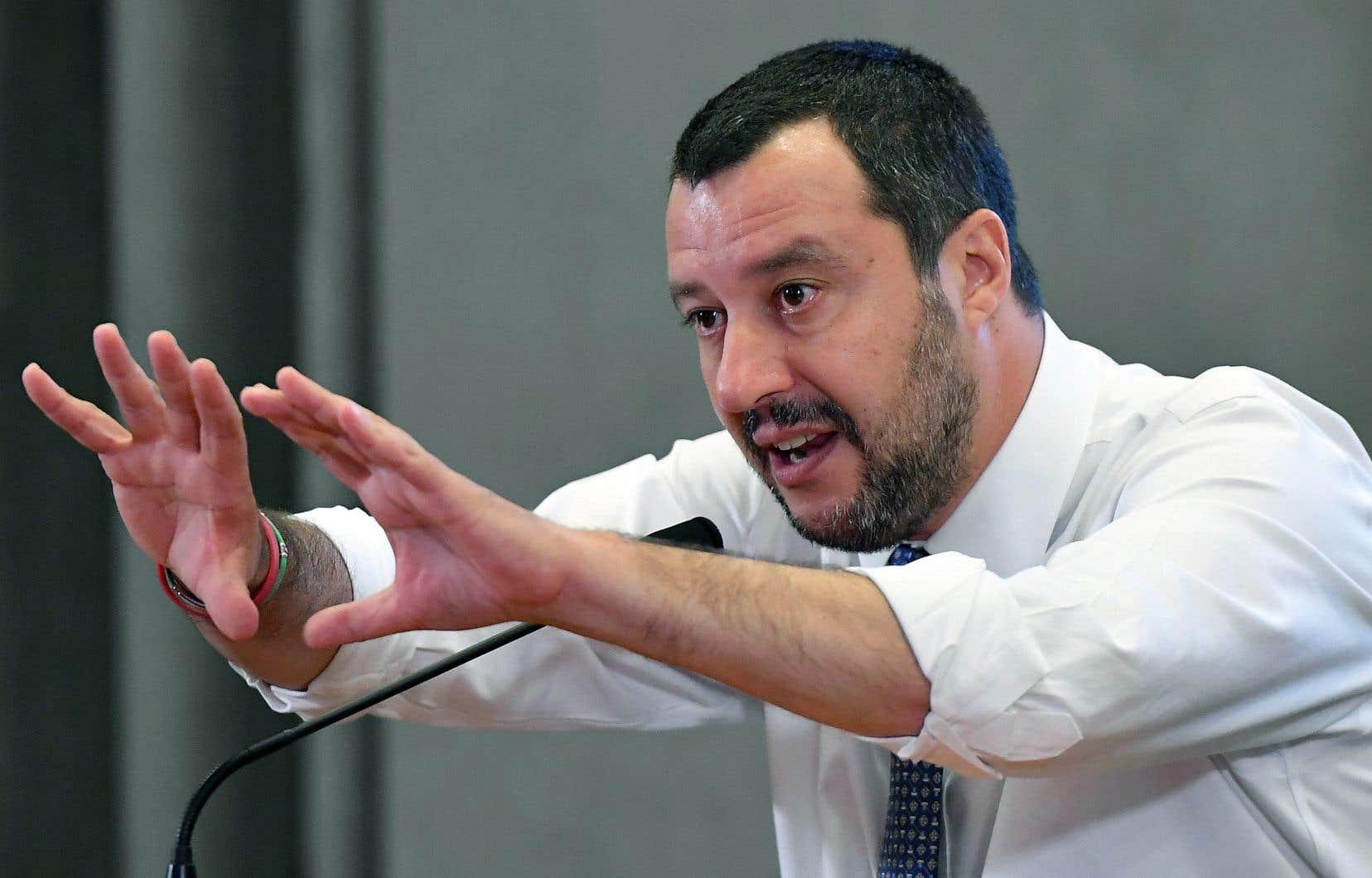 Le ministre italien de l'Intérieur, MatteoSalvini, a confirmé que le navire humanitaire «Lifeline» et les 234 migrants se trouvant à son bord ne seraient pas autorisés à accoster en Italie.