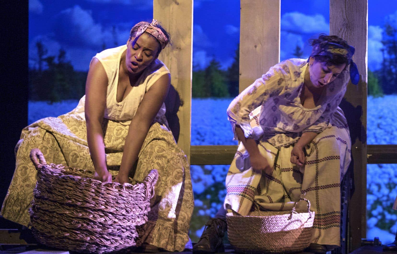 Le nouveau spectacle de Robert Lepage, «SLAV», mettant en vedette la chanteuse Betty Bonifassi, a continué de soulever la polémique mercredi, jour de première médiatique.