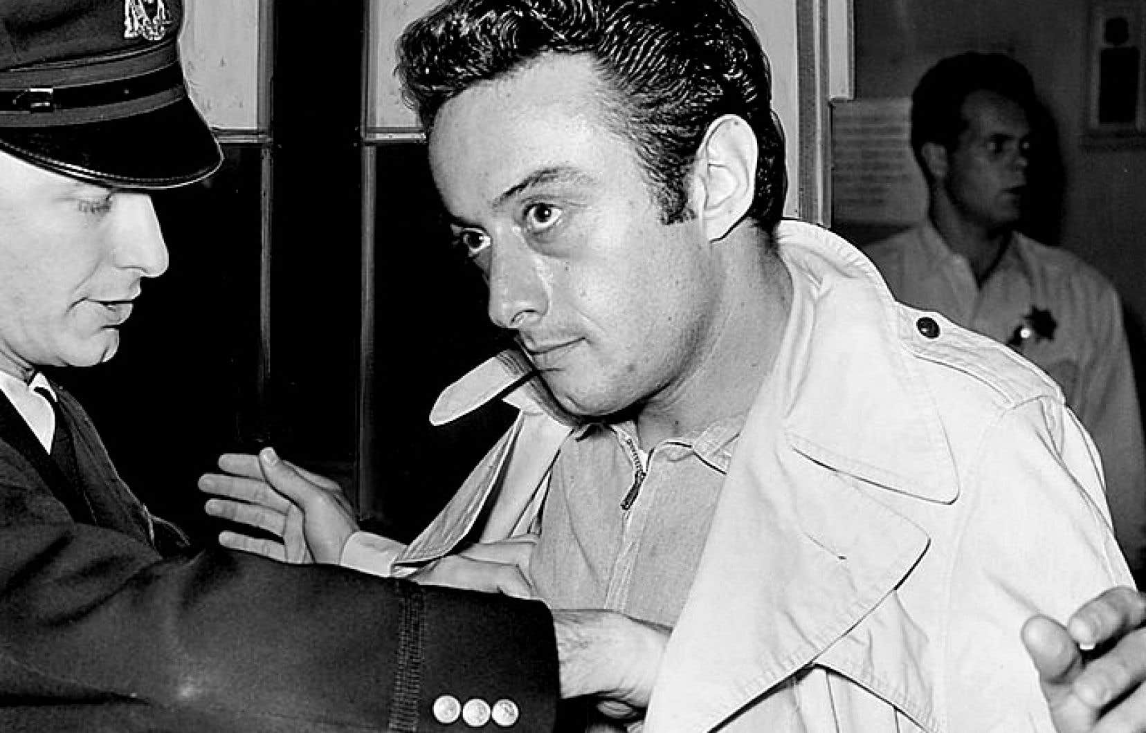 Personnage sulfureux, Lenny Bruce s'est fait arrêter en 1961 pour avoir prononcé sur scène le mot «cocksucker».